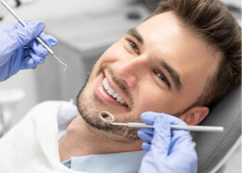 Quelle est la durée de vie des implants dentaires ?